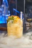 开胃酒鸡尾酒用菠萝和薄菏 库存图片