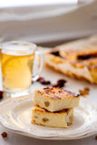 开胃酸奶干酪饼用葡萄干 图库摄影