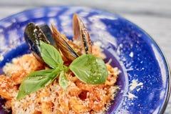 开胃面团用淡菜和蓬蒿 免版税库存图片