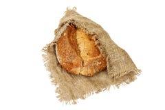 开胃黑面包,在从麻袋布的粗糙的布料 免版税库存照片