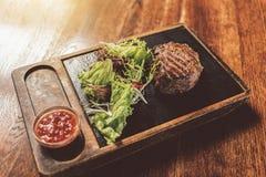 开胃水多的肉用莴苣和辣选矿 免版税图库摄影