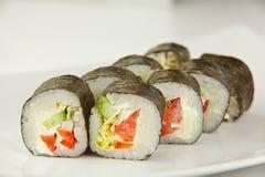 开胃素食主义者滚动与菜在板材在whi 库存图片