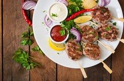 开胃kofta kebab & x28; meatballs& x29;用调味汁 库存图片