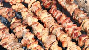 开胃shashlik特写镜头 煮熟的猪肉 烤肉午餐 免版税库存照片