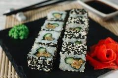 开胃uramaki卷 日本寿司,海鲜 免版税库存照片