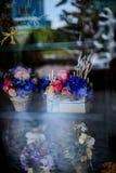 开花在罐葡萄酒样式、假日和婚姻的花卉decorati 库存图片