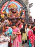 开花提供在寺庙,加德满都,尼泊尔 图库摄影