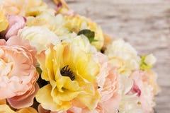 开花牡丹,夏天安排花束  库存图片