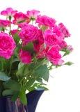 开花的桃红色玫瑰花束  免版税库存照片