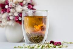 开花的茶和干燥花 库存图片