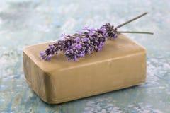 开花自创淡紫色肥皂 库存图片