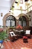 开花葡萄酒庭院露台费斯特的装饰,西班牙,欧洲 免版税图库摄影