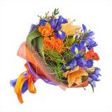 开花从玫瑰、百合和虹膜的花束 图库摄影