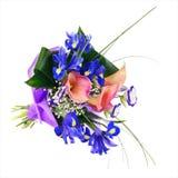 开花从被隔绝的虹膜、水芋属和其他花的花束 库存照片