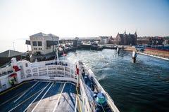 离开赫尔新哥,丹麦的轮渡 免版税库存照片