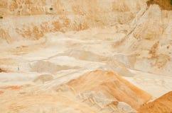 开采工业石英的沙坑 库存图片