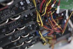 开采的一台强有力的巨型计算机在显示卡 免版税库存照片