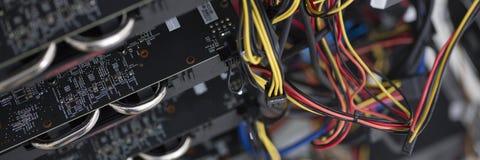 开采的一台强有力的巨型计算机在显示卡 免版税库存图片