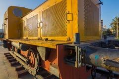 开采的老黄色内燃机车二十世纪中叶 图库摄影