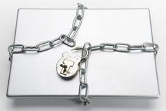 开锁的挂锁和膝上型计算机 库存图片