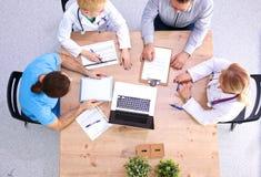 开顶上的观点的医护人员会议 免版税库存照片