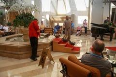 离开从喷泉的五只鸭子在皮博迪旅馆 免版税库存照片