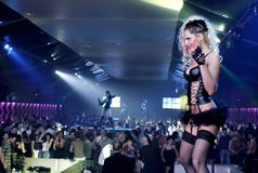 异乎寻常俱乐部的舞蹈演员 免版税库存图片