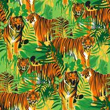 异乎寻常的叶子用不同的姿势围拢的老虎的图表无缝的样式 皇族释放例证