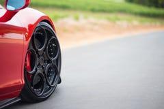异乎寻常的跑车轮子 免版税库存图片