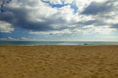 异乎寻常的天堂,在日落的天堂般的海滩 免版税库存图片