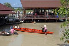 异乎寻常的浮动市场在泰国 免版税图库摄影