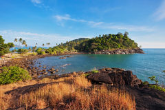 异乎寻常的热带海岛在蓝天下 库存照片