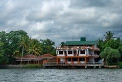 异乎寻常的热带海房子在斯里兰卡 免版税库存图片