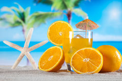 异乎寻常的酒精饮料,自然五颜六色的口气 免版税库存图片