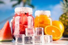 异乎寻常的饮料用在瓶子的果子 库存图片