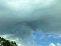 异常的云彩形成 免版税库存图片