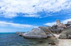 异常的岩石(Hin Ta岩石)在海滩背景,苏梅岛海岛, S 库存图片
