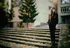 异常的欧洲风格妇女都市的时尚 库存图片