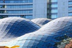 异常的现代摩天大楼 免版税库存照片