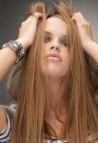 异常的逗人喜爱的女孩发型 免版税库存照片