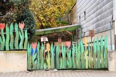 异想天开的庭院篱芭 免版税库存图片