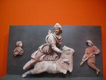 异教的上帝Mythra的雕塑公牛的 库存图片