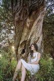 异教的吉普赛女孩在森林里 免版税库存照片