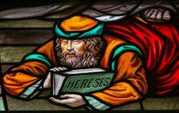 异端-彩色玻璃在梅赫伦大教堂里 免版税库存图片