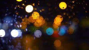弄湿窗口有夜城市交通视图的背景 影视素材
