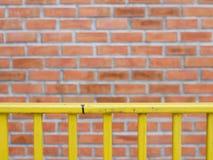 弄脏与肮脏和叫喊的棕色砖块墙壁背景 免版税图库摄影