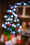 弄脏在圣诞树,新年好五颜六色的batskground的轻的庆祝 库存图片