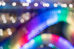 弄脏显示光五颜六色的背景在商城前面的 库存图片