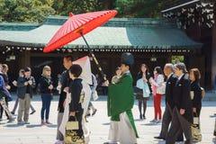 仪式日本神道的信徒的婚礼 免版税库存照片