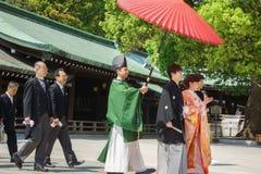 仪式日本神道的信徒的婚礼 免版税库存图片